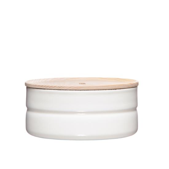 Weiße flache Vorratsdose mit Holzdeckel