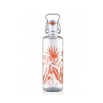 Glasflasche mit orangefarbenem Blumenmotiv